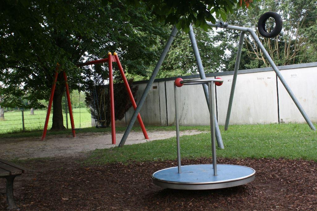 Spielplatz Jurastraße Schaukel