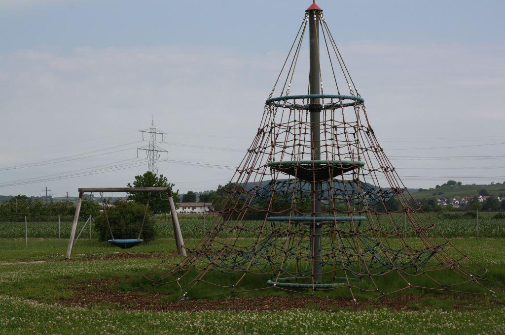 Spielplatz Reblandhalle Kletterturm1